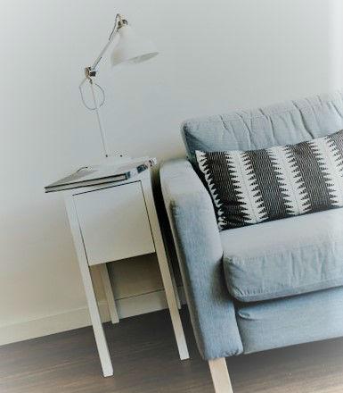 nice bien meubler son studio. Black Bedroom Furniture Sets. Home Design Ideas